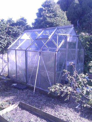 can be split and used to make another greenhouse apparently i dont have all the glass for the second bit but do have some this is included in sale