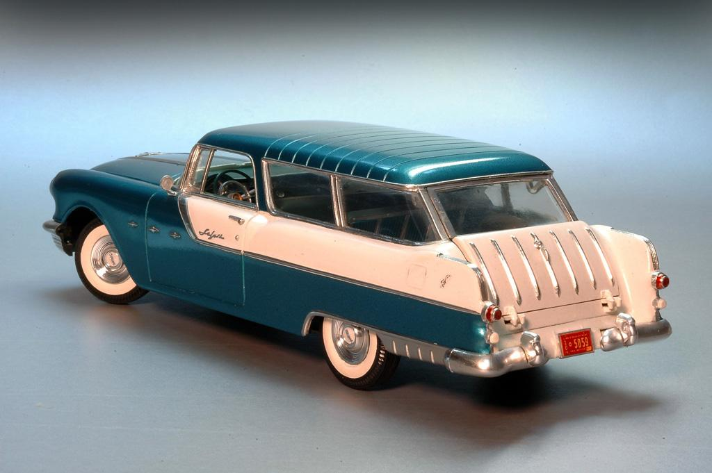 Kitbashed - a 1955 Pontiac Safari Wagon in 1/25th scale - automotion